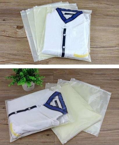 saco feito de plástico transparentes com fecho zip